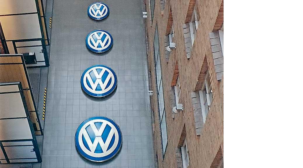 Volkswagen Logo Tiefgezogen, Foto in der W-V Zeitschrift